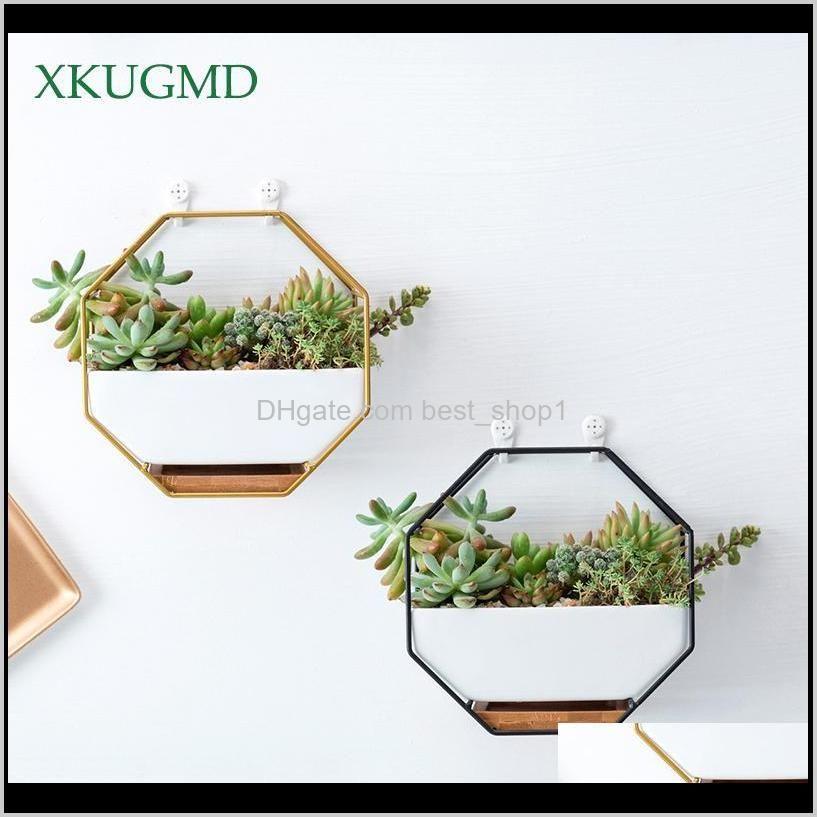 Plantadoras macetas metálicas de metal plantador blanco simple octagonal geométrico colgante de cerámica flor de cerámica bambú bandeja de hierro marco T200104 iy0sp cjhjd