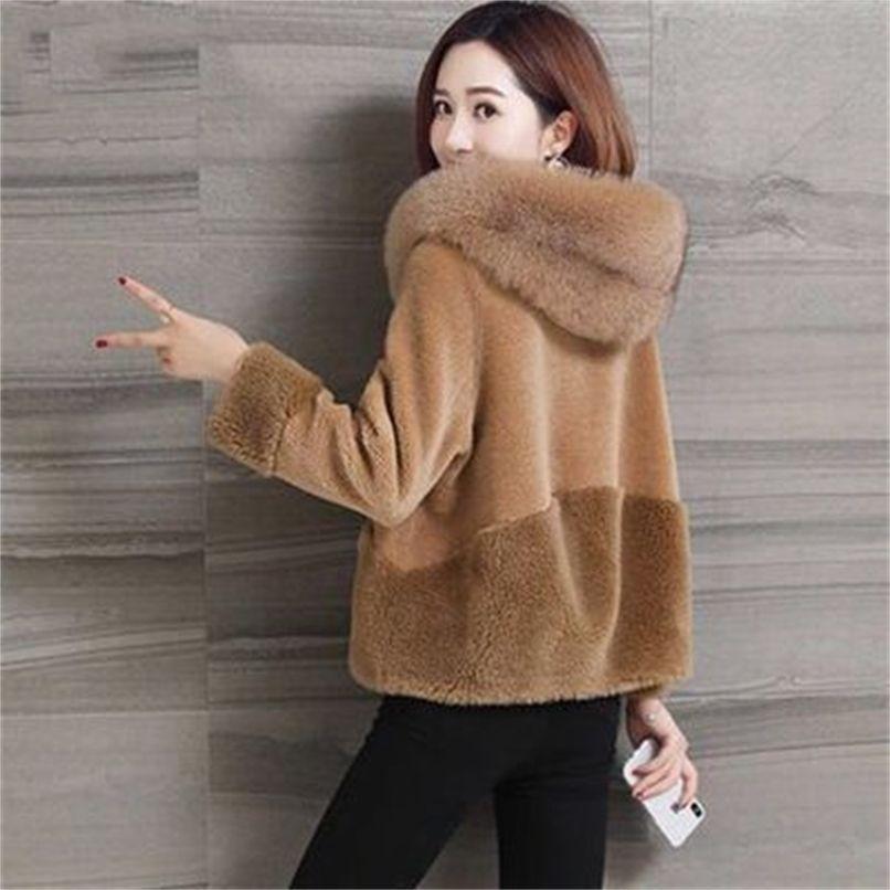 Manteau de fourrure d'agneau d'hiver Femme courte veste courte chaude zippée à glissière à capuchon à capuchon à capuchon à capuchon de cheveux féminin femme peluche de survêtement Outwear 210910