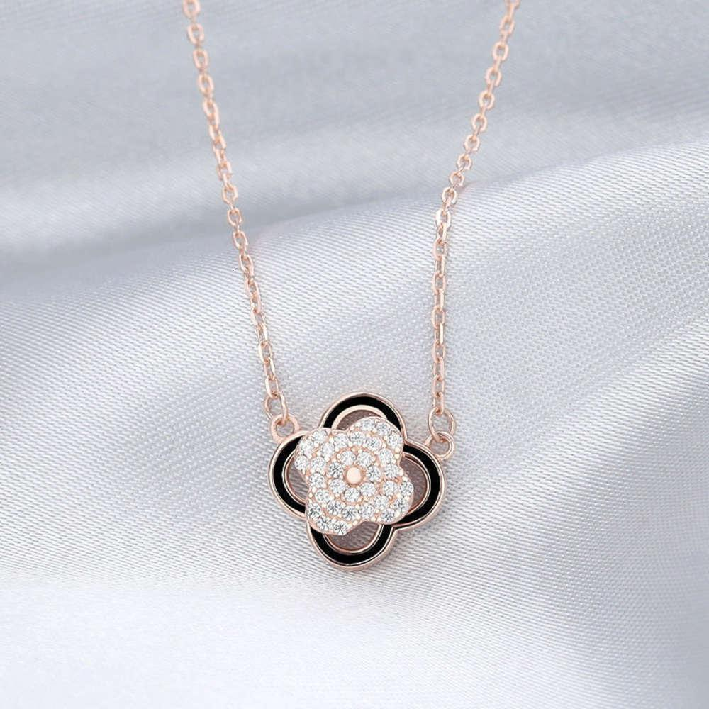 Four Leaf Clover Necklace women's rotating clavicle chain 2021 new pendant luxury fashion crowd design