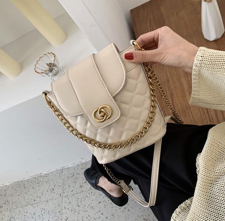 Bolsos de lujo bolso de mujer Cadenas de diseño Messenger Bags Femenino Crossbody Hombro Hombro Color Candy Colors Flap Sac