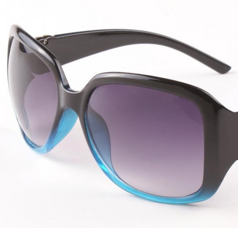 Lunettes de soleil de luxe pour femmes Summer Mode Designer Sun lunettes UV400 Protection Lunettes de vue avec boîte