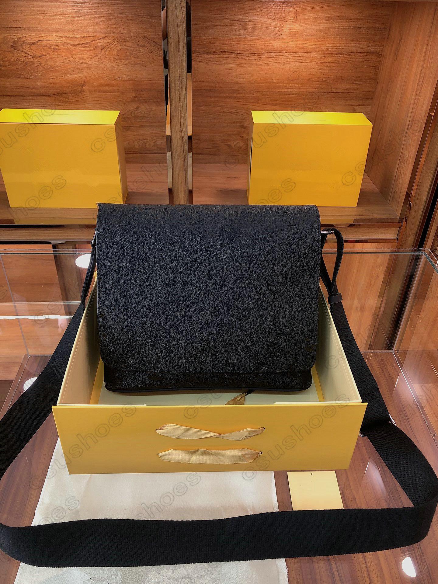 Distrikt PM Monogramme Eclipse Black Coated Canvas Messenger Bag Hobo Schulter Geldbörsen Totes Designer Luxurys Herrenhandtasche