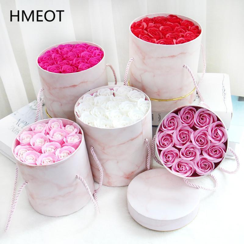 الزهور الزهور تكاليل مفاجأة هدية عيد الحب رومانسية جولة عناق دلو + الصابون زهرة مربع تخزين عيد ميلاد ل mum / صديقة / wif