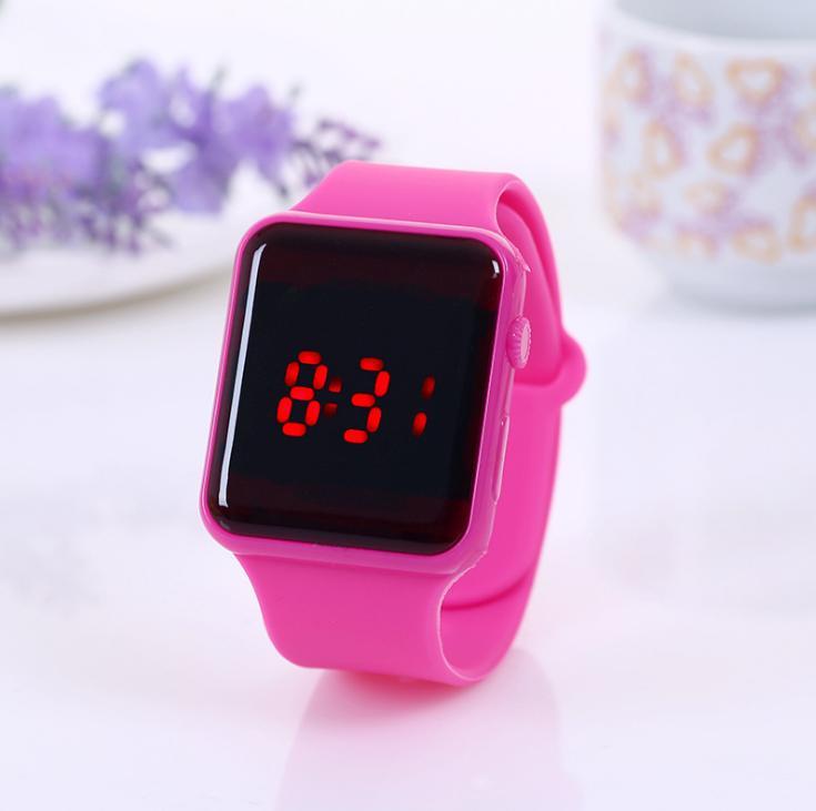 Gute Verkäufe Kinder LED-Uhr Kreatives Quadrat-Zifferblatt Mode Leuchtende Uhren Studenten Süßigkeiten Bunte Gelee Elektronische Digale Armbanduhren