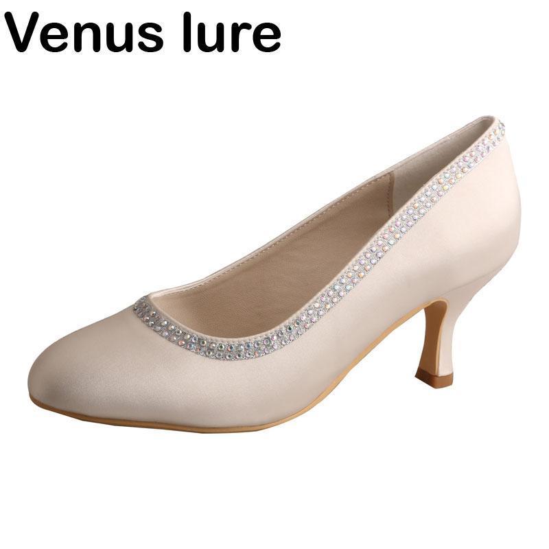 Sapatos de casamento de cetim marfim artesanais fechado dedo cristal mulheres bombas vestido