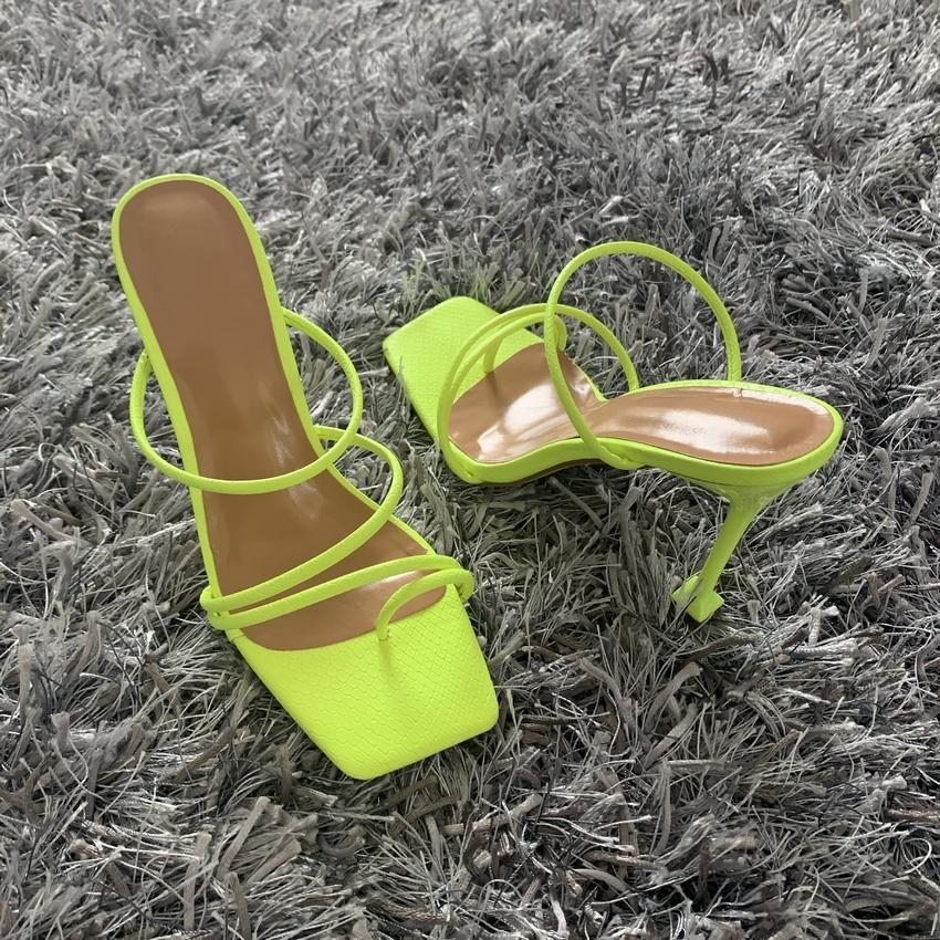 2020 مضخات الصيف مثير الأفعى طباعة النعال الصنادل أحذية النساء رقيقة عالية الكعب مربع تو صندل سيدة مضخة أحذية البغال ssgdjrt