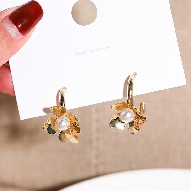 Corée Style Silver Pin Simple Mignon Sweet Imitive Perle Fleurs Rétro boucles d'oreilles pour femmes Fille Fille Bijoux Accessoires Dangle Cha