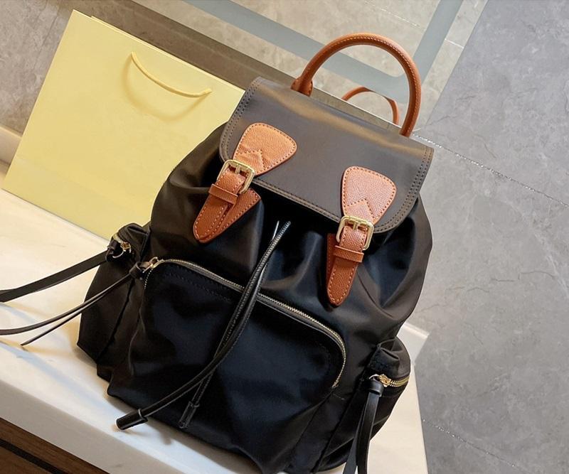 2021 حقيبة ظهر مصمم العلامة التجارية والنساء أزياء المرأة الفاخرة حقيبة سفر النايلون حجم 28 * 32 سنتيمتر