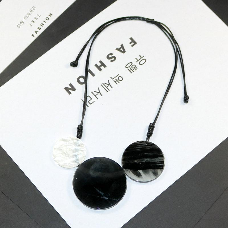 Pendant Necklaces Simple Women Necklace Geometric Big Round Resin Fashion Jewelry Long Rope Sweater Chain Trendy Accessories