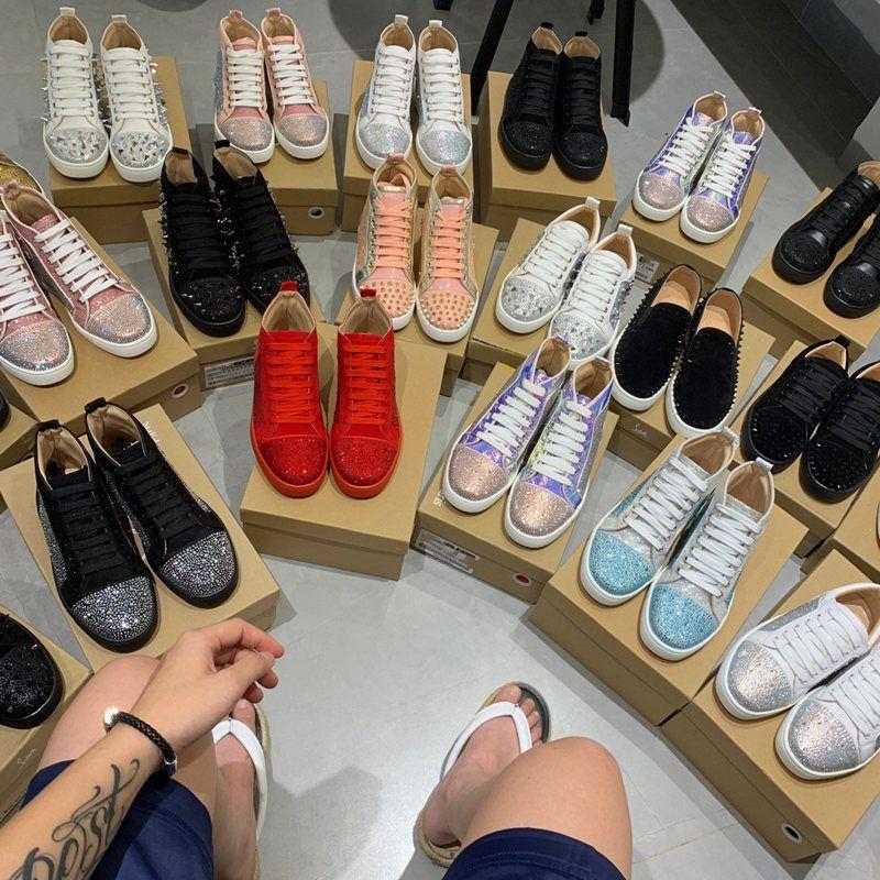 2021 الأحذية الفاخرة مرصعة المسامير الأزياء الأحمر الجلد المدبوغ جلد الرجال حذاء نسائية مسطحة قيعان الأحذية حزب عشاق