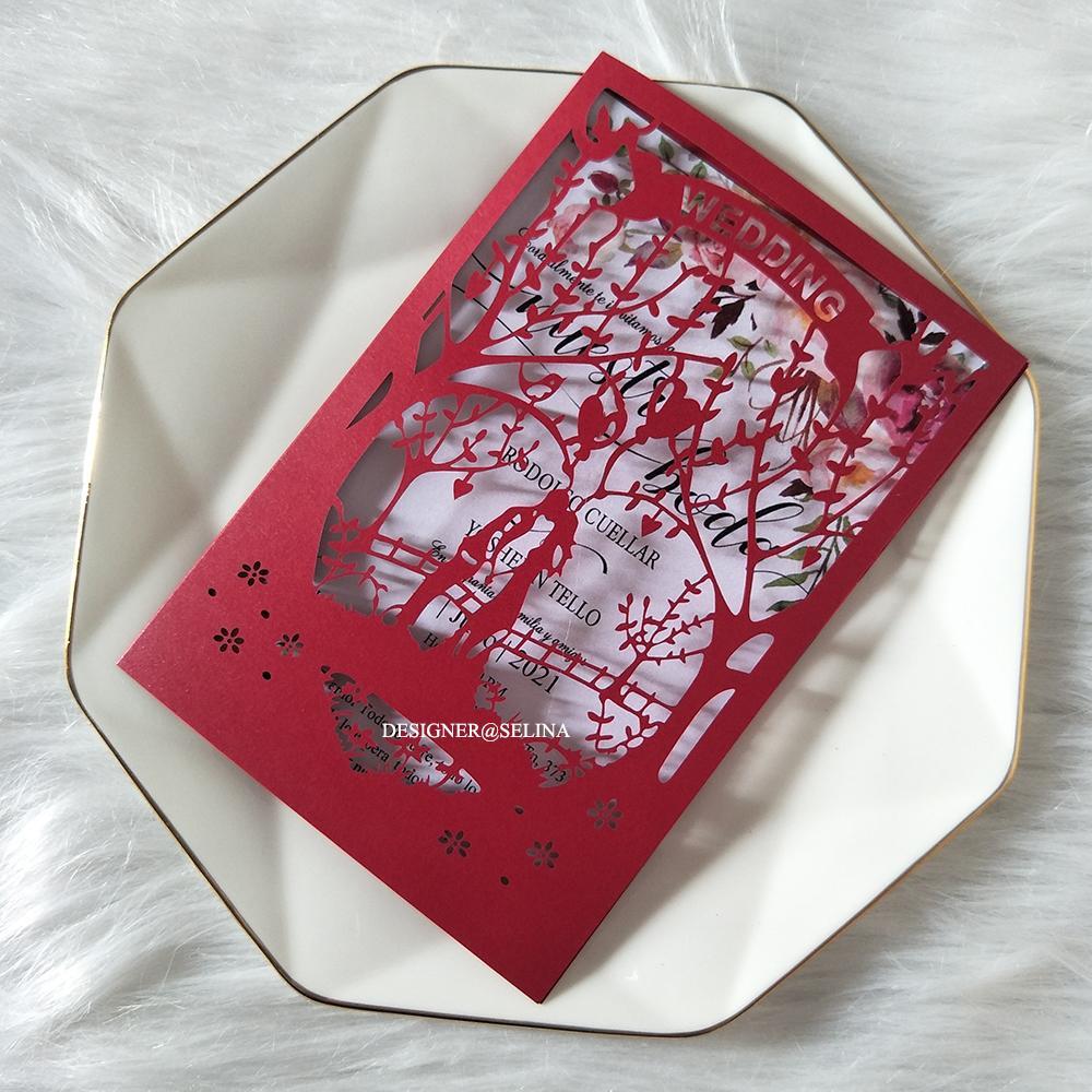 Invitación roja de la boda de la novia y del novio con la impresión personalizada Tarjetas de felicitación del corte del láser DIY para la fiesta de aniversario de compromiso
