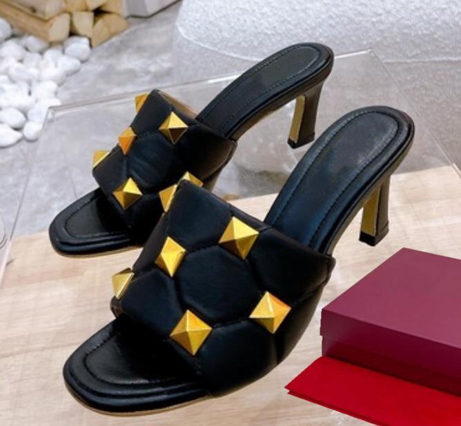 Mode Top Qualität der Frauen Frühling Sommer Niet Schönheit Bolzen Hausschuhe Farbe Sandalen Strand Hardware Zubehör Echtes Leder Flip Flop