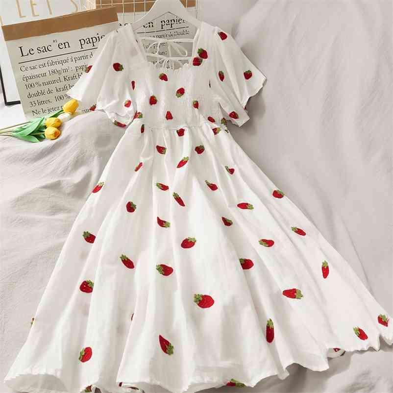 Vestido de fresa Mujeres Cherry Kawaii Fruit Bordado Fiesta de soplo Fiesta Es Vintage Cuadrado Cuello Cuello Elegante Mujeres Playa 210513