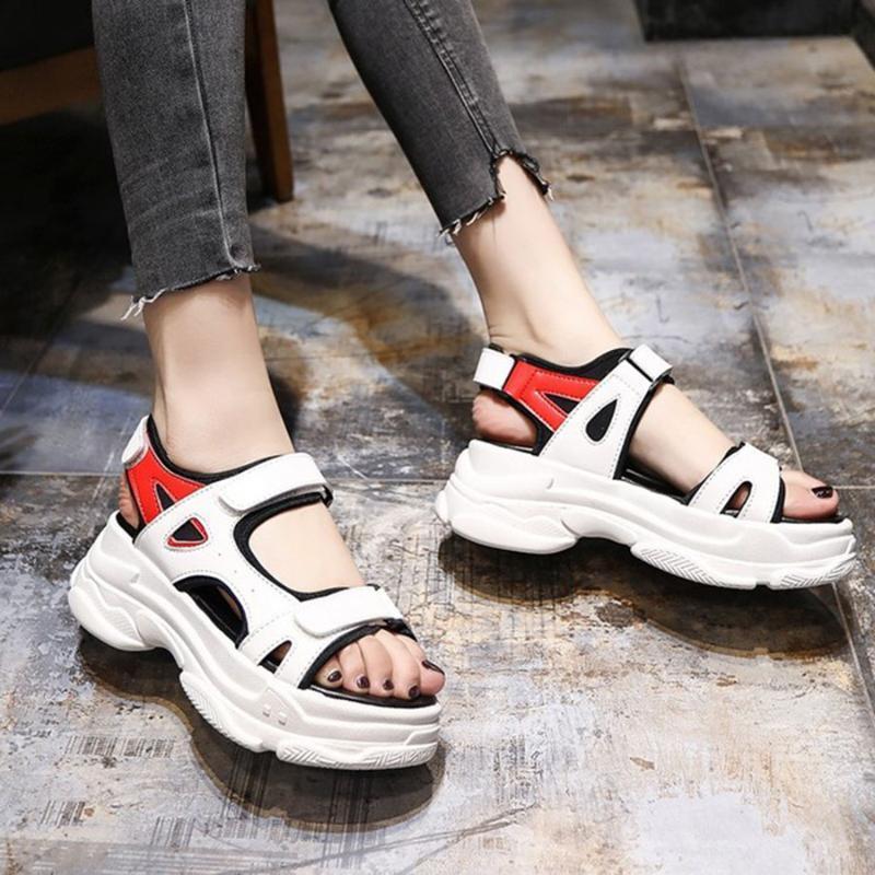Versátil Estilo de Roma Altura Aumentar Sandalias de Mujeres Estudiantes Cómodos Zapatos de Soft Skid Soft Zapatos Femeninos