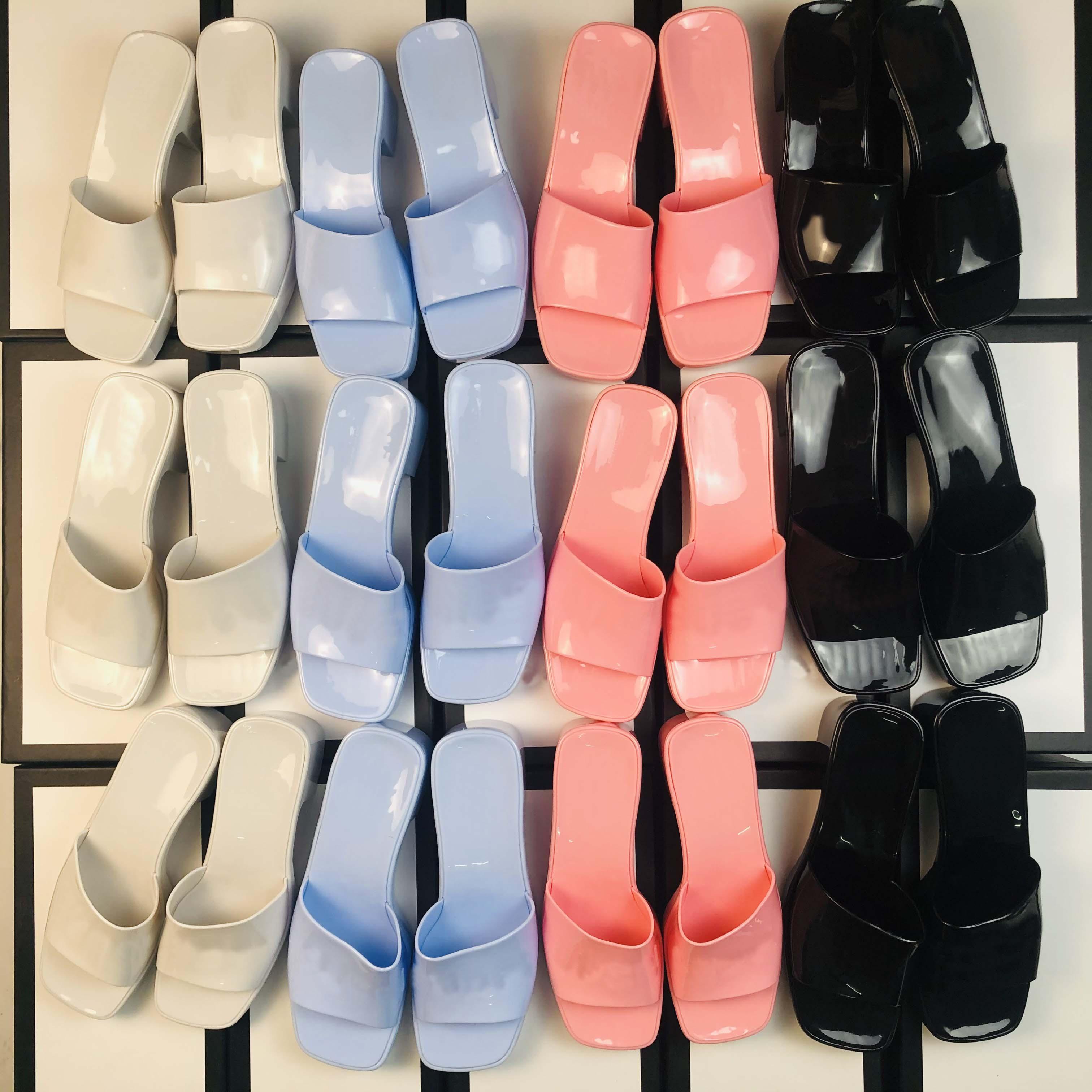 2021 Женщины Желевые тапочки Женские резиновые толстые каблуки тапочки квадратные пальцы сандалии на высоком каблуке дамы высоты высоты 5,5 см передние каблуки высоты 2,5 см сандал с коробкой