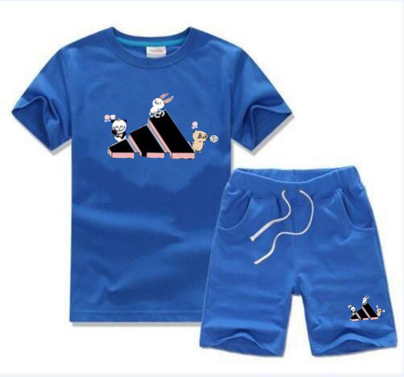 2021 مجموعات الملابس مصمم ملابس الاطفال جولة الرقبة قصيرة الأكمام + السراويل الفتيان والفتيات الصيف الرياضية الكلاسيكية الطباعة