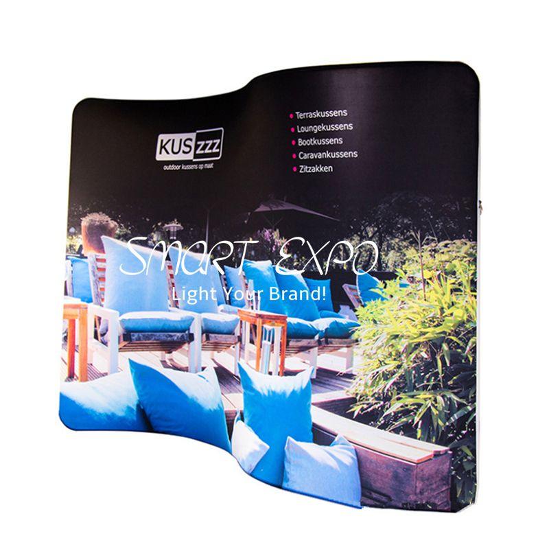 8ft s gekrümmte Wellenlinie Stoff Hintergrundkabine Werbungsanzeige mit dicker Aluminiumrohr benutzerdefinierte gedruckte Grafik tragbare Tragetasche