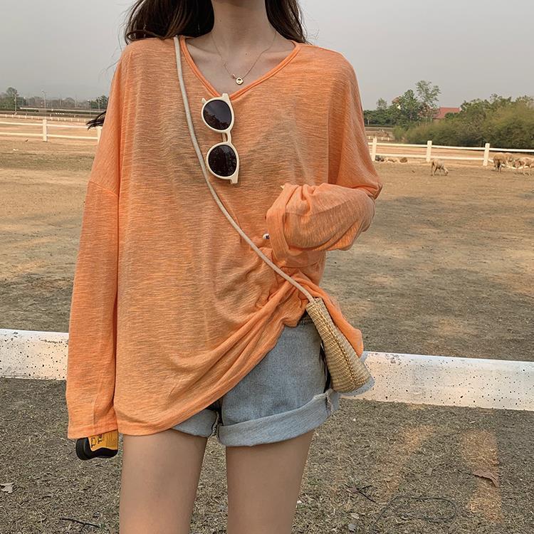 أعلى 2021 المرأة قميص واقية من الشمس الإناث النسخة الكورية من الصيف رقيقة طويلة الأكمام بلون اللون تي شيرت فضفاضة قليلا منعش قليلا
