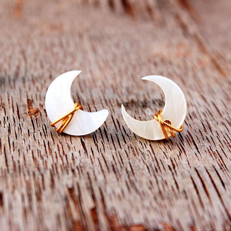 Pendientes únicos de luna de la luna de la luna madre Pearl Piedstone Post en oro plata esterlina hecha a mano alambre envuelto oreja joyería de boda 98 m2