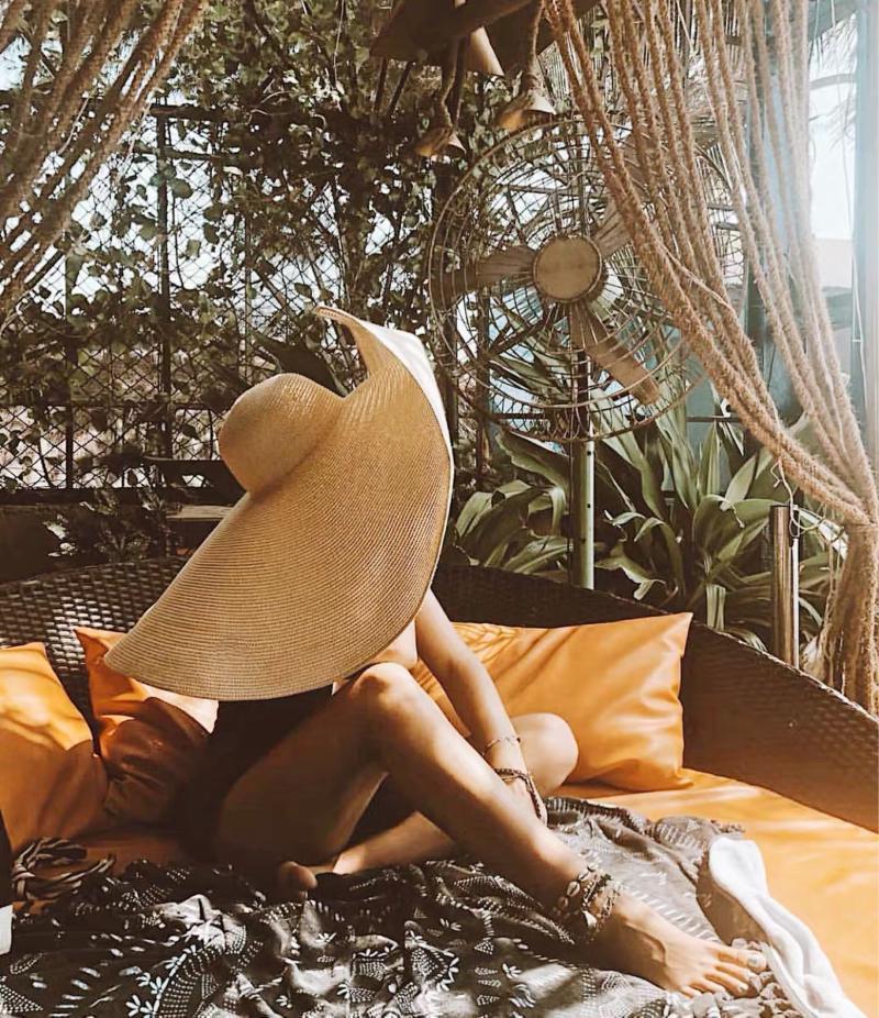 Geniş Brim Şapka Ins El Yapımı Örme Hollow Kadınlar Büyük Güneş Şapka Nefes Serin Bayanlar Yaz UV Plaj Katlanabilir Bırak
