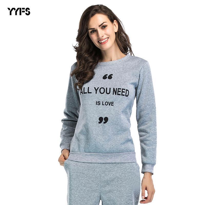 Hoodies das mulheres moletons outono / inverno 2021 Europeu e americano luva longa letra impressa camisola pelúcia fina