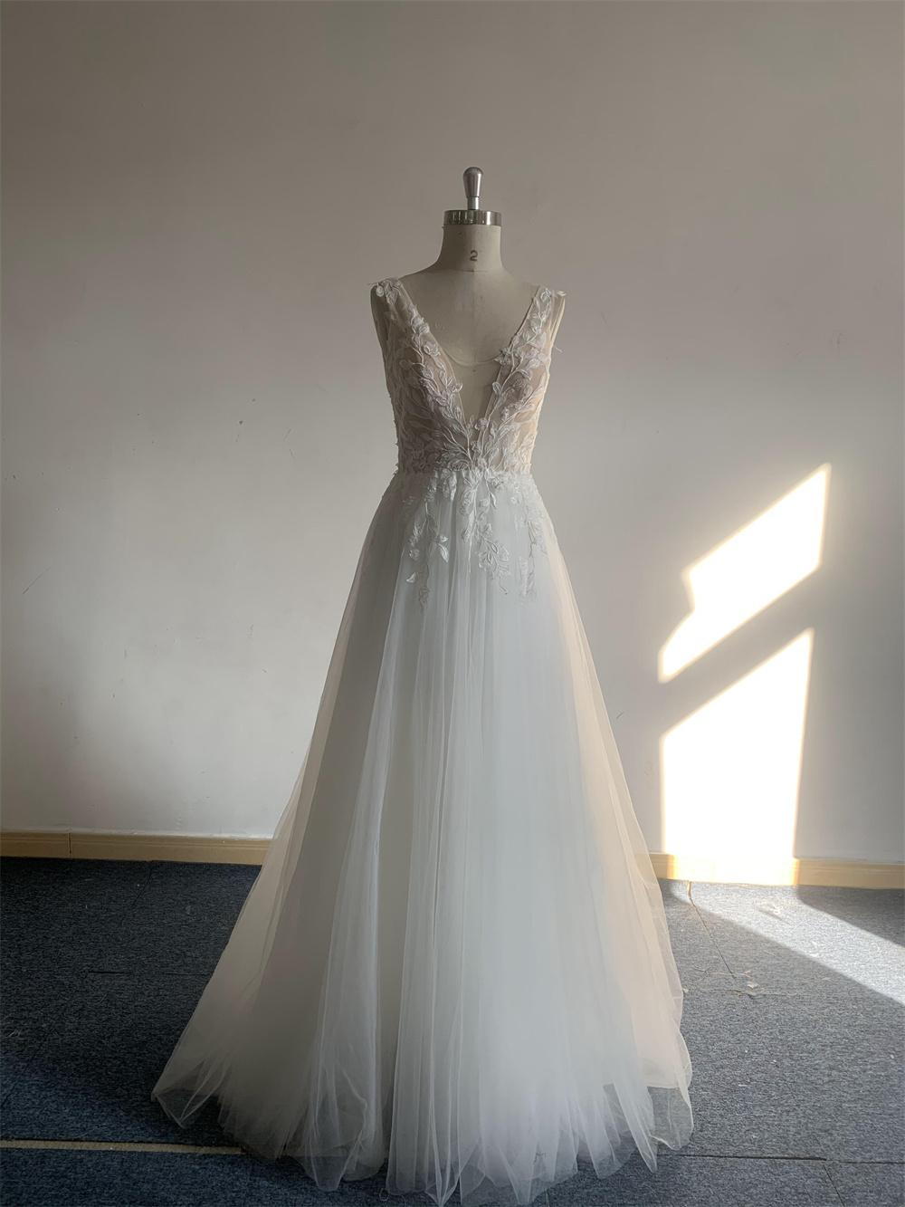 Ivory simple tulle beach designer wedding dress China new sexy illusion bride gown A line open back design Plus Size vintage 3D Floral Applique Lace sweep train