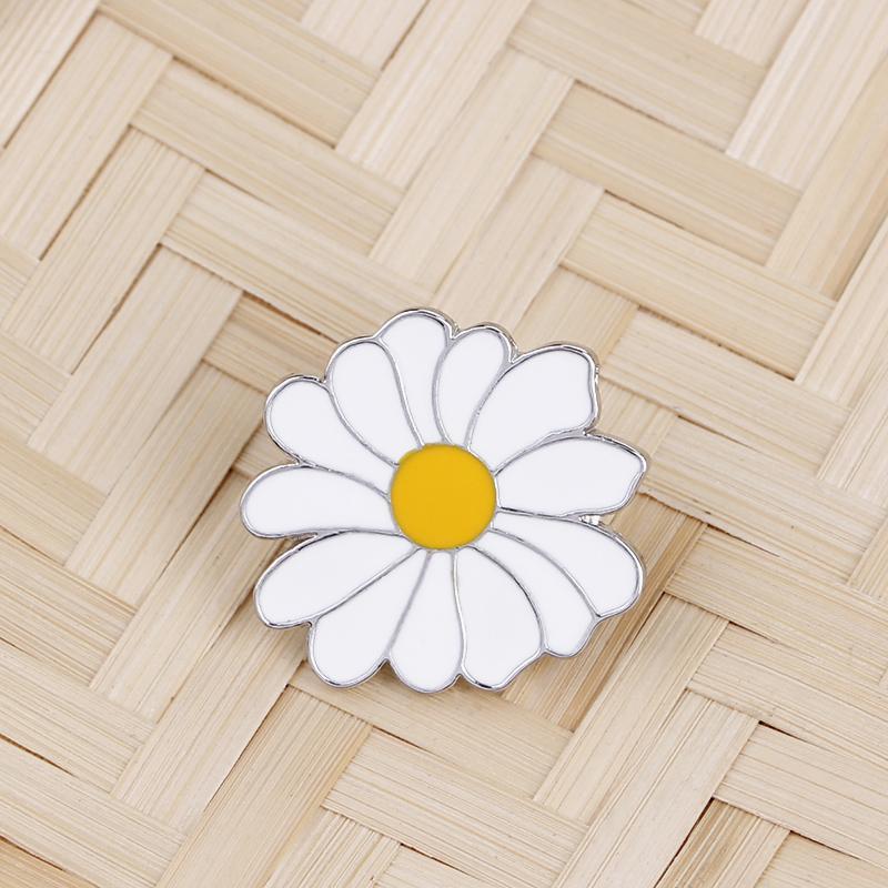 Linda insignia de metal blanco margarita flor de primavera tiempo de primavera esmalte de solapa Pin broches mujeres niñas niños 638 t2