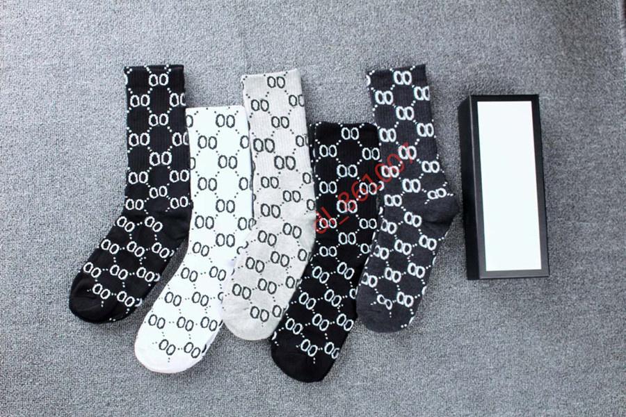 2021 Fashion Designer di alta qualità Calzini da donna Five Pair Luxe Sport Inverno Maglia Lettera stampata calza con scatola