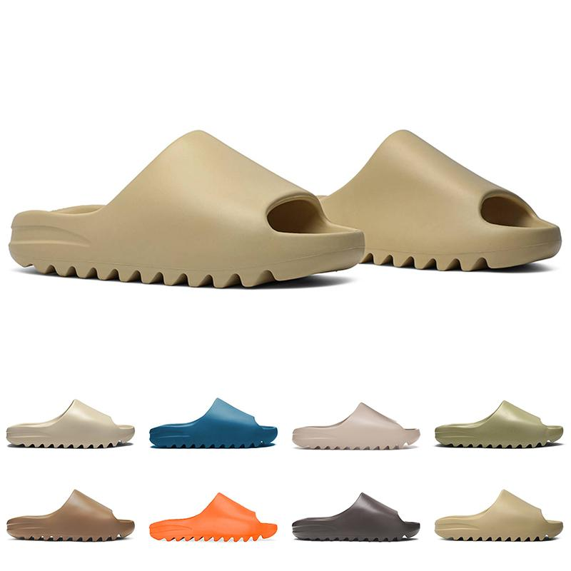 Homens mulheres deslizam sapatos ao ar livre deserto deserto areia laranja resina moensas chinelos