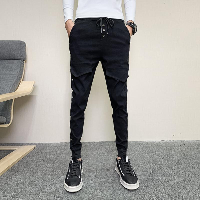 봄 한국어 슬림 맞는 하렘 바지 남자 옷 2021 간단한 패션 버튼 장식 캐주얼 조깅 바지 블랙 / 레드 / 그레이 / 백인 남성