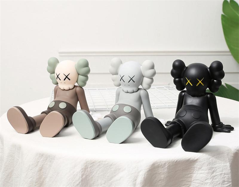 En Çok Satan 13 cm * 17 cm * 13 cm 0.8 Kg Originalfake K A W S Taibei oturma pozisyonu arkadaşı orijinal kutusu Action figure model süslemeleri oyuncaklar hediye