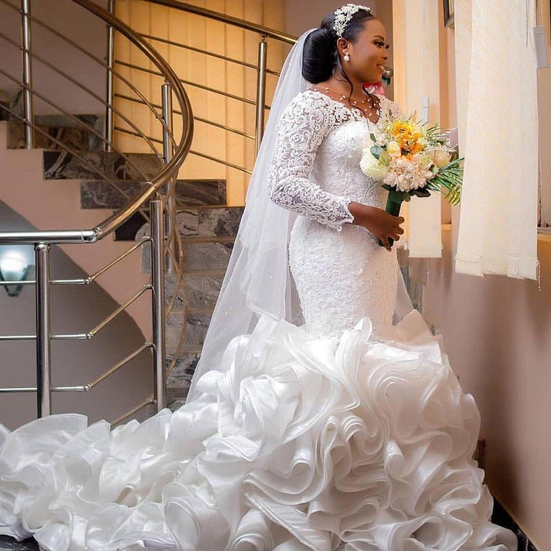 Plus Size 2021 Wedding Dresses Lace Tiered Ruffles Mermaid Bridal Gowns Sheer V Neck Pearls Elegant robes de mariée