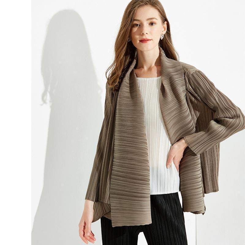 Plus Size Jacket Frauen 2020 Herbst Umdrehende Kragen Langärmliges Stretch Miyake Plissee Cardigan Mäntel Für Frauen Gewicht 45-70kg1