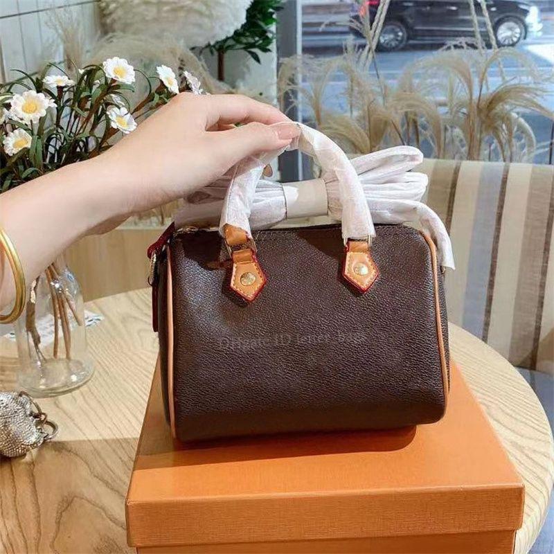 المصممين الفاخرة 2021 السيدات حقائب اليد حقائب crossbody الأجهزة السوستة الداخلية الداخلية سستة جيب المرأة الأزياء وسادة الصلبة حقيبة الأم الكتف حقيبة اليد