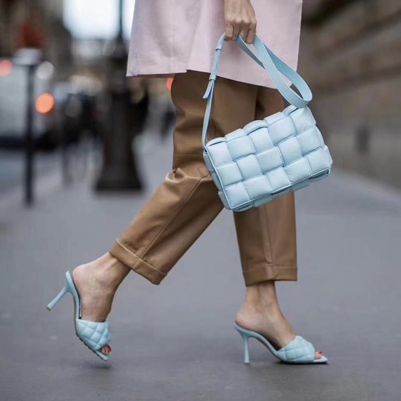 Düz Tasarımcı Bayan Tote Omuz Çantası Küçük Kare Debriyaj Deri Messenger Tote Çanta Çantalar Ve Çanta Ünlü Marka Kadın Çanta Zincirleri Mektubu