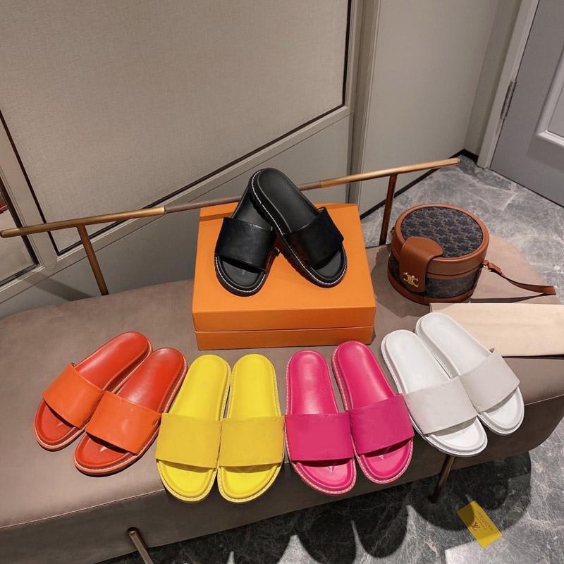 Mesdames 2021 Afficher classique Femelle Sandales de mode et pantoufles designeur Fond plat Summer Atmosphère Simple Atmosphère Style d'amour Haute Qualité 35-41