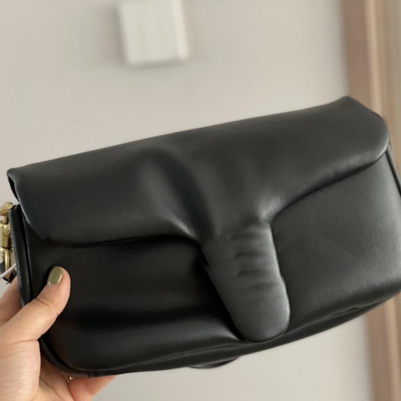 Messenger Purse Oreiller Sac À L'épaule Portefeuilles Fashion Soft Soft Véritable Cuir Hardware Lettres Machine à glissière intérieure haute qualité