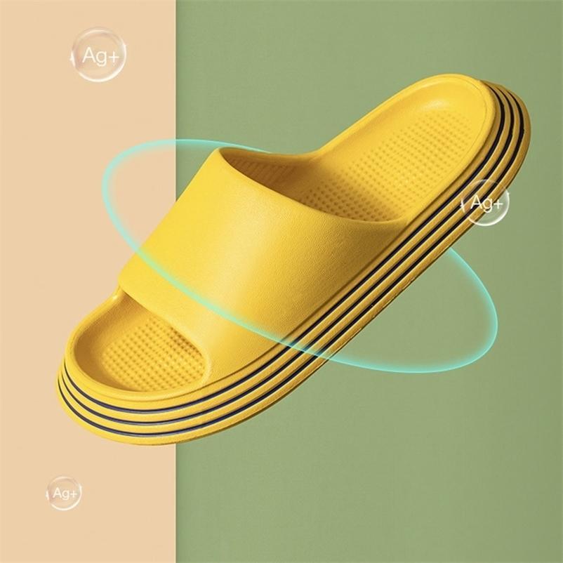 Sommer Hausschuhe Dusche Sandale EVA Massage Drainage Löcher Rutschfeste Licht Badezimmer Indoor Frauen Männer Flip Flops Pool Schuhe Slide 210622