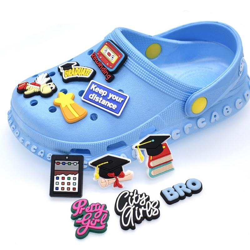 100pcs / lot mignon dessin animé PVC Chaussures Chaussures Crocks Décorations Accessoires Animaux cristallins Licornes Jibz pour Croc Kids Cadeau