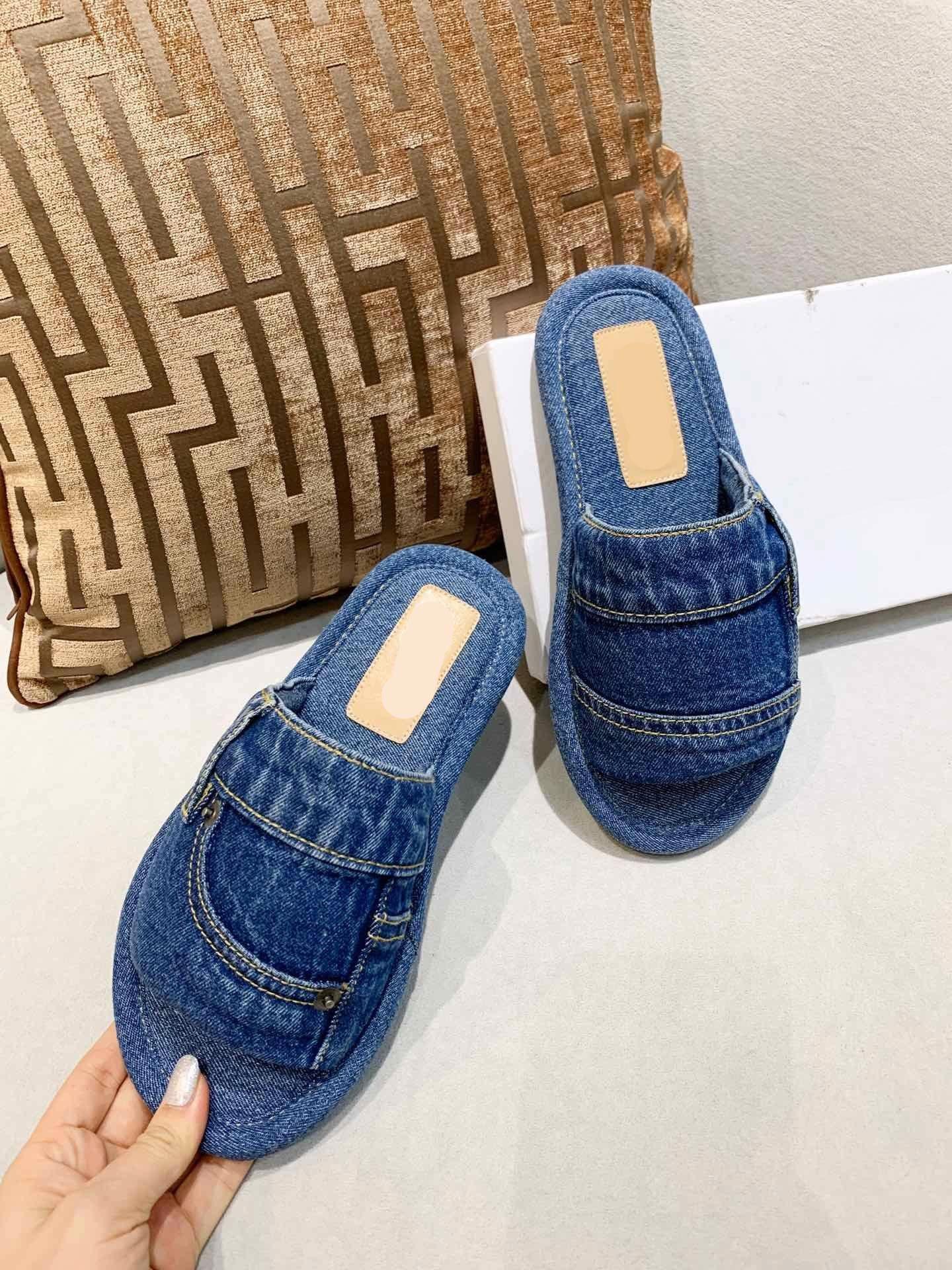 2021 Sıcak Boyutu 35-45 Erkek Bayan Mizaç Sandalet Kutusu Toz Çanta Ayakkabı Slaytlar Yaz Moda Geniş Düz Terlik