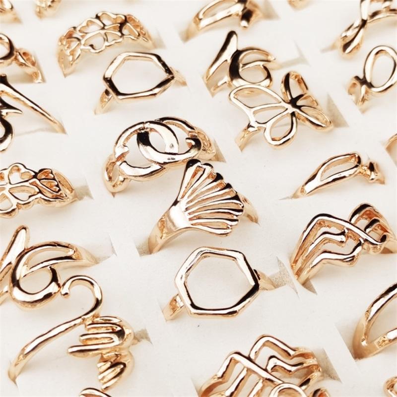 Toptan 50 adet / grup Altın Gümüş Hollow Kalp Aşk Taç Çiçek Mix Stil Moda Parmak Yüzük Kadınlar Için Düğün Hediyesi Takı 960 Q2