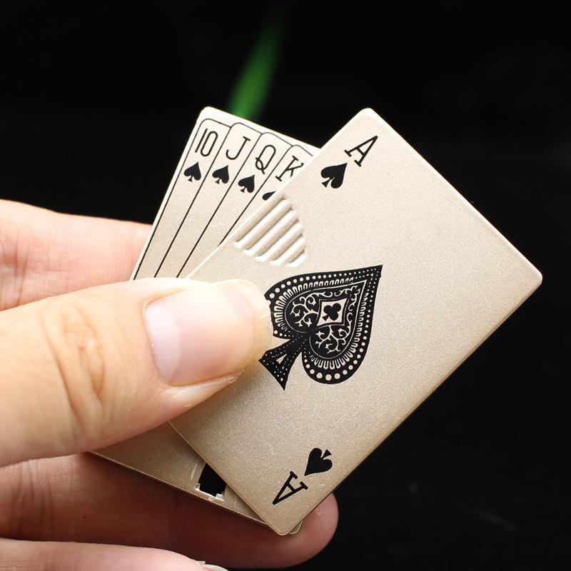 Nouvelle essence simple essence à essence portable carte de jeu de jeu de jeu de billets à essence LED briquet à essence pour hommes cadeaux créatifs