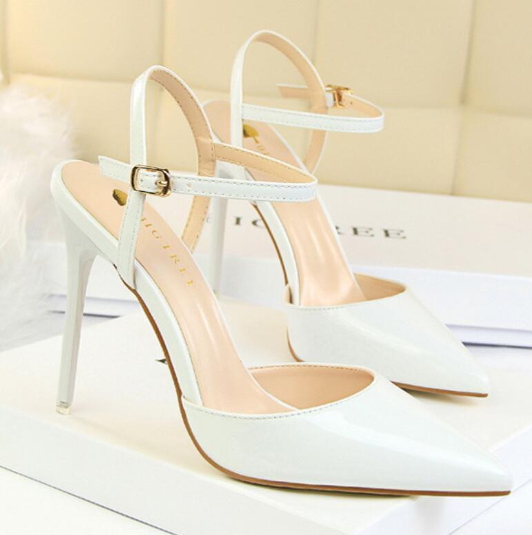 Kadınlar Kırmızı Alt Pompalar Patent Deri Pigalle Topuklu Kadın Düğün Ayakkabı Sivri Burun Güzel Topuklu Seksi Kadın Yüksek Topuklu Elbise 34-40