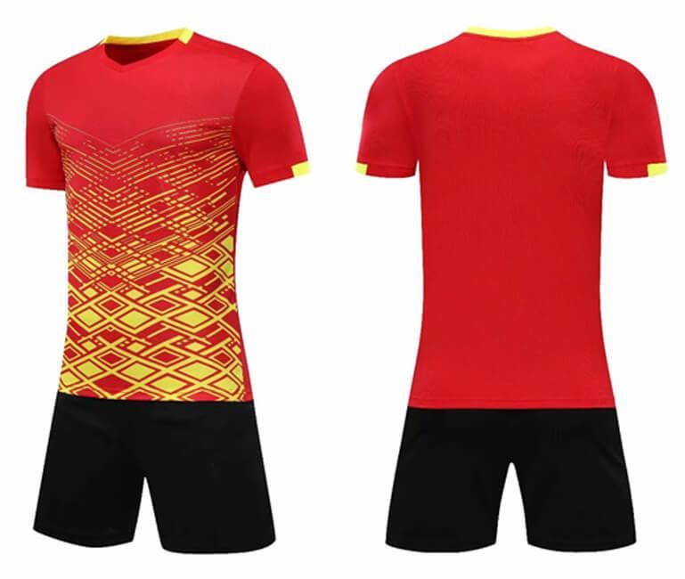 Herren + Kinder DIY Soccer-Trikots Benutzerdefinierte Fußball-Kits Druckname Nummer Sponsor-Logo für Team Uniformen Jungen Rote Sporttrainings-Sets