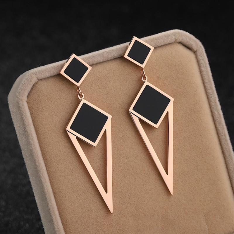 Pendientes de acero de titanio de oro de triángulo cuadrado largo para mujeres Joyas femeninas de glamour no se desvanecen