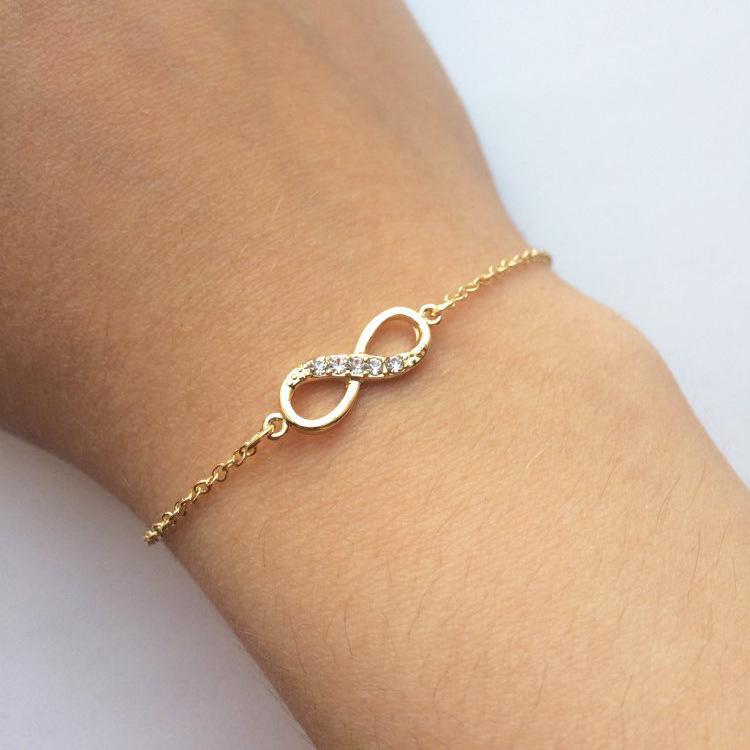 Los anillos de compromiso de los pendientes del diseñador, las pulseras y los collares de oro son favoritos de las mujeres pulseras de encanto de encanto de 8 caracteres con incrustaciones de oro con incrustaciones de cristal de oro.
