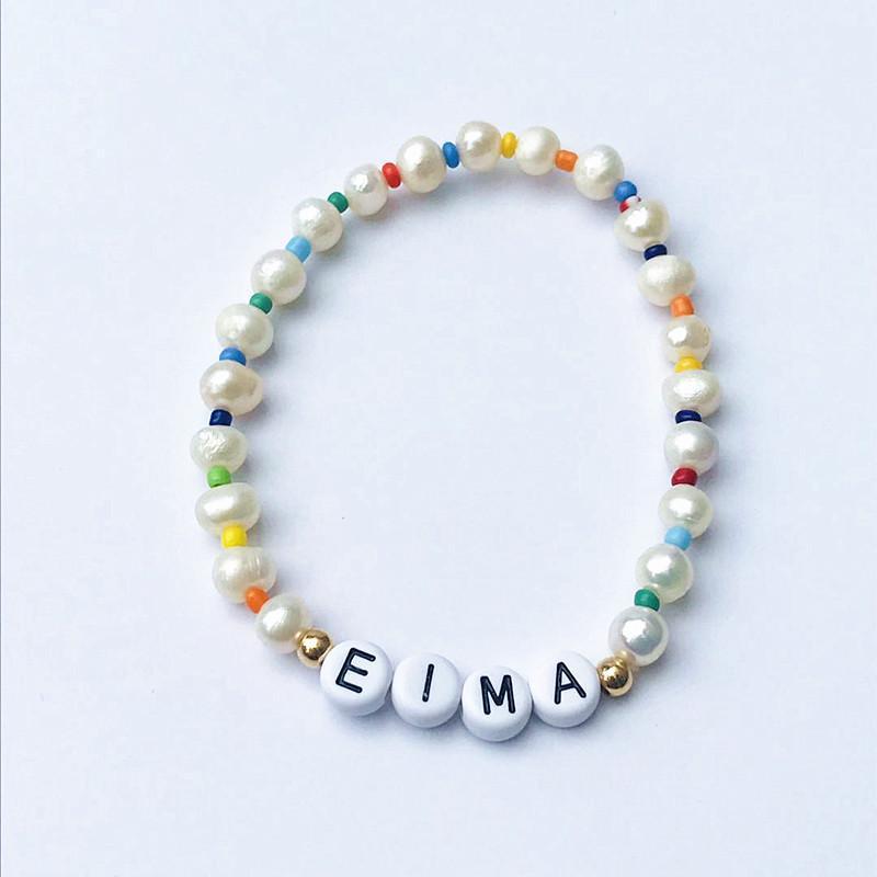 Modische einzigartige Namensarmband handgefertigte Süßwasserperlen farbige perlensmischierte und passende Armzubehör Geburtstagsgeschenke Charm-Armbänder