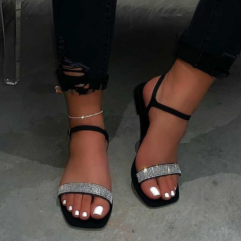 Femmes Sandales 2020 Nouveau Été Plat Fond Ouvert Toe All-Match Sexy Sexy Solid Color Plus Taille Sandales occasionnelles Femme Y200620