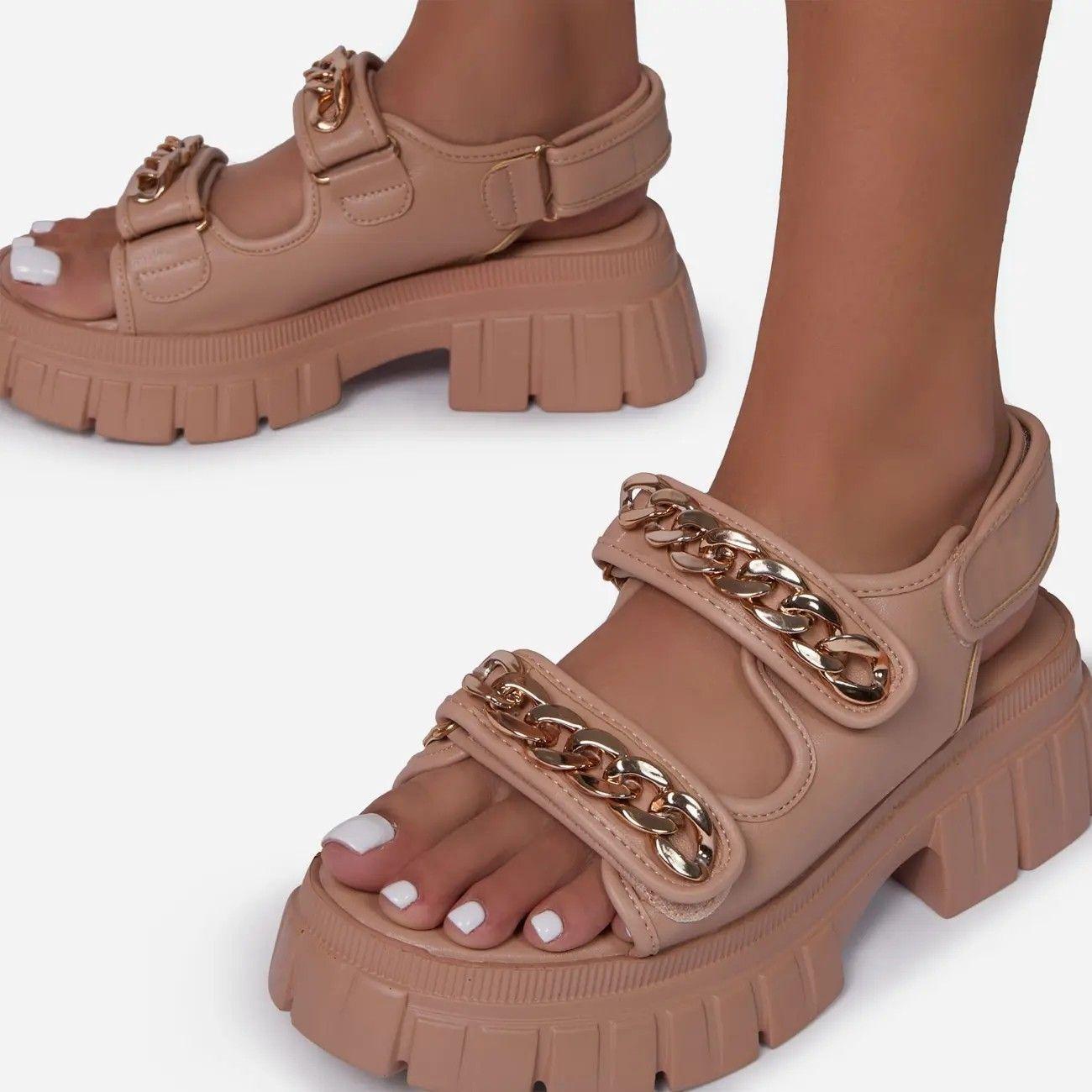 2021 Chaîne en métal Sandales d'une sangle Sandale d'été Femme Heels Chunky Sandales décontractées Couleur solide Cool All-Match Velcro Chaussures
