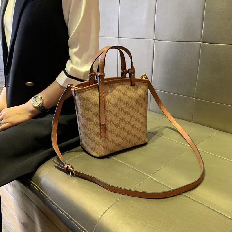 Kong Кожаная сумка для ковров Женщины 2021 New Hong Fashion Tote Tote универсальная сумочка S